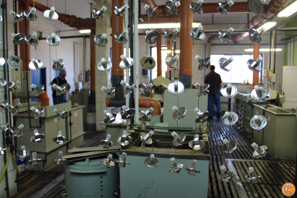 Nikkelezés galéria - Függesztett, nikkelezett munkadarabok